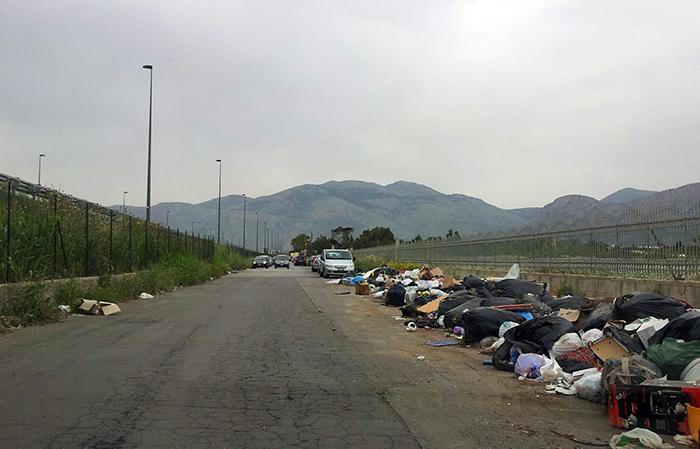 Via Vespucci nei pressi del Bioparco